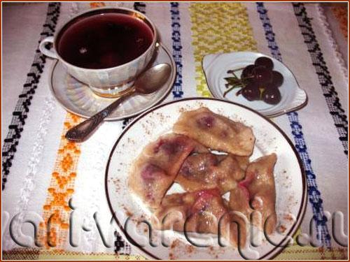 Вареники с вишней или вишневым вареньем